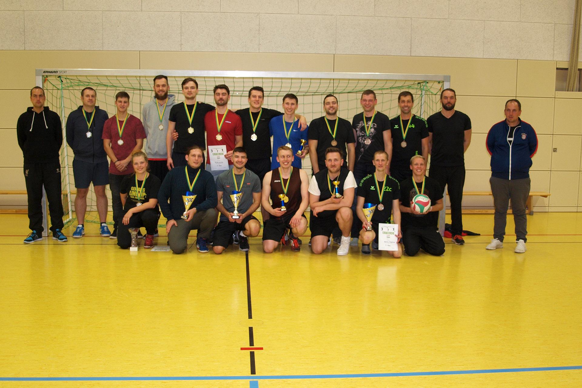 Die Medaillengewinner der 11. Greizer Ballnacht ( von links ) Das Team welches mir persönlich am besten gefällt ; Für Rum und Ehre ; Operation Flughörnchen.
