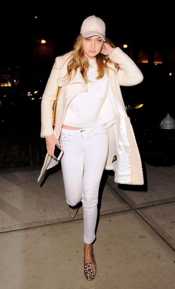 Gigi Hadid looks very tired as she arrives back at her apartment after a long day of meetings in New York City. Pictured: Gigi Hadid Ref: SPL1258766 060416 Picture by: Splash News Splash News and Pictures Los Angeles:310-821-2666 New York:212-619-2666 London:870-934-2666 photodesk@splashnews.com