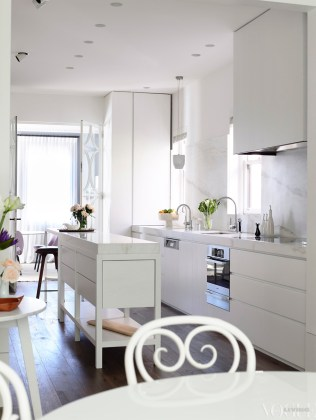 The kitchen and dining area from 'Silver Lining' on page 124. Photograph by Derek Swalwell.