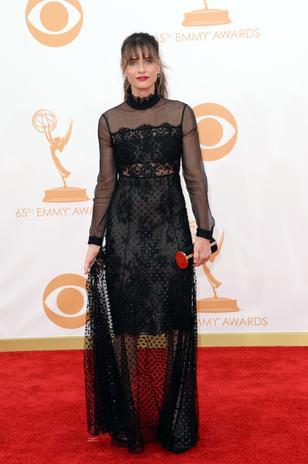 Amanda Peet estilo família Adams