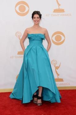 Jessica Pare murchou seus peitos antes de ir para o Emmy.