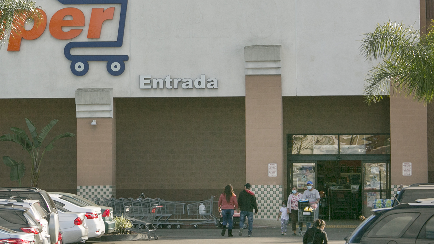 Santa Ana and Costa Mesa Move Forward on Mandating Hazard Pay for Grocery Clerks
