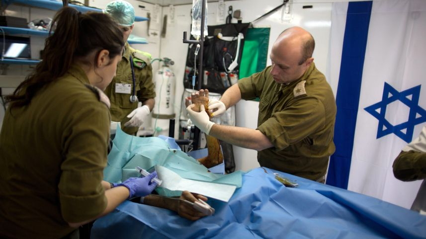 Israeli Army Doctors helping wounded Syrians