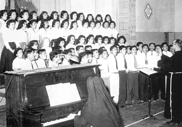 Zuni school glee club.