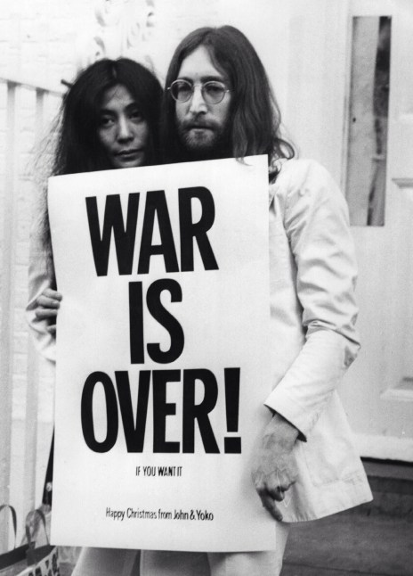 John Lennon & Yoko Ono Happy Xmas (War Is Over) Video