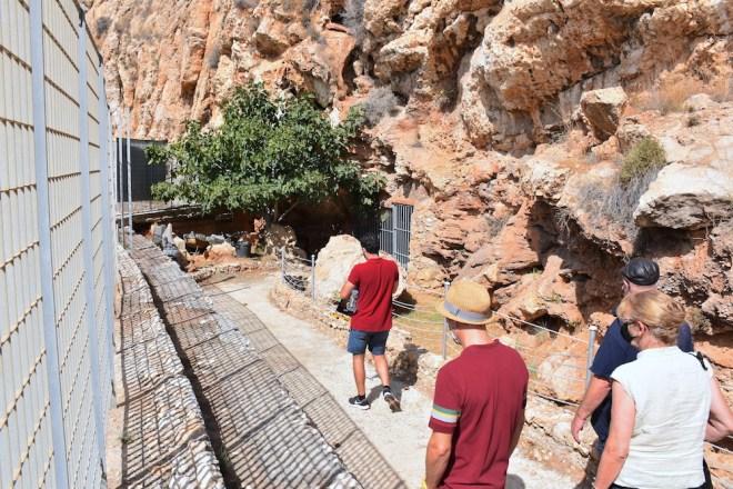 Entrada a la Cueva del Humo