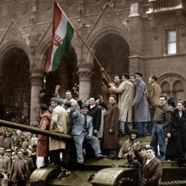 Унгарското въстание от 1956 г. – с една поема и една песен – Война и мир