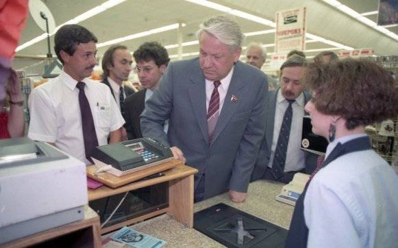 """""""Дори Политбюро няма такъв избор. Дори и господин Горбачов (тогава лидер на СССР)"""", казва той."""