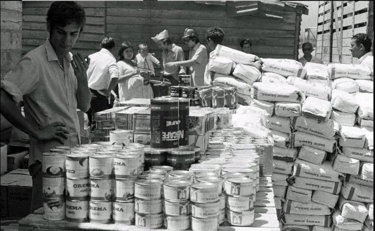 Опашките за стоки от първа необходимост - захар, мляко на прах, кафе на прах, лук.