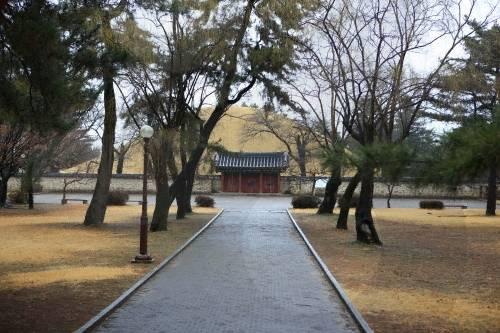 Daereungwon_Tomb_Complex_1.jpg