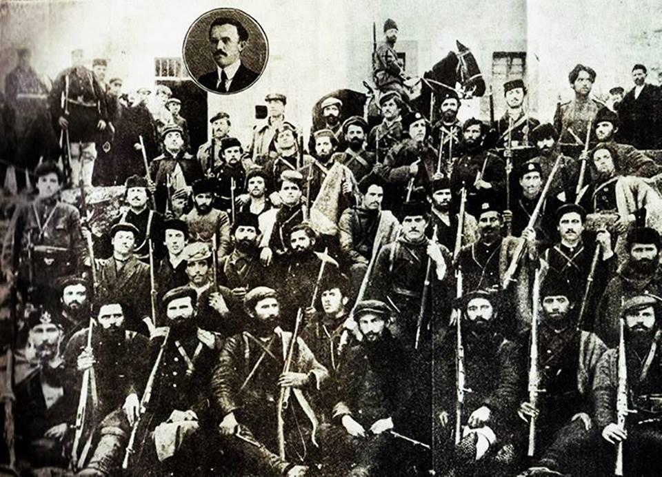 Снимка на Костурската обединена чета. Христо Силянов е петия на първия ред.