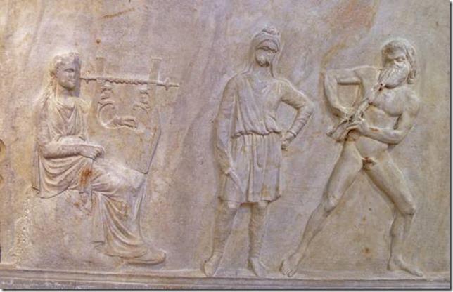 Bas-relief de Mantinée, Apollon et Marsyas avec le Scythe