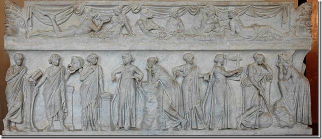 Le sarcophage des Muses du Louvre, représentant les neuf Muses avec leurs attributs
