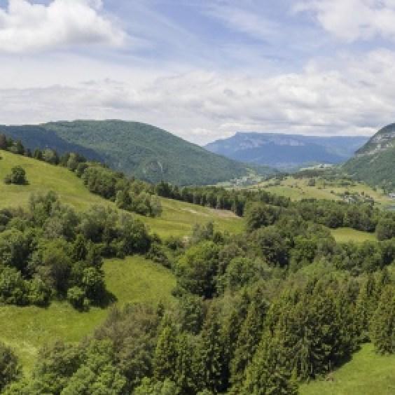 Panorama du rocher de Manettaz vue par drone