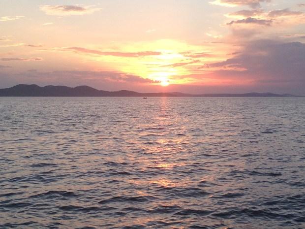 Le soleil sombrant doucement dans les eaux de l'Adriatique...