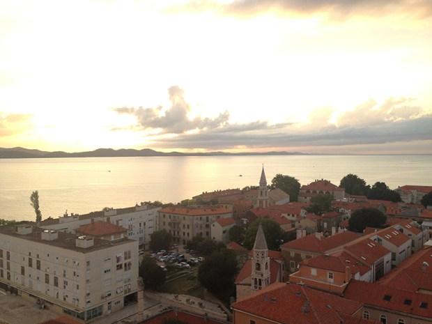 Vue du haut du clocher de Sainte-Anastasie, point le plus haut de la vieille ville, le regard vers l'Adriatique.