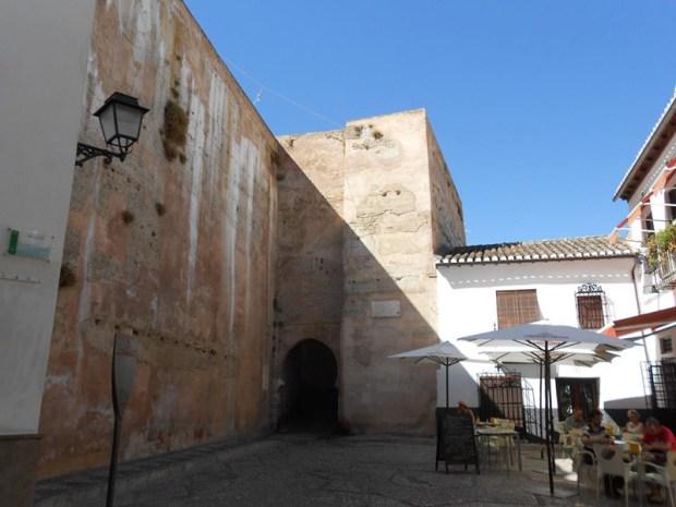 porte de la ville dans l'ancienne muraille