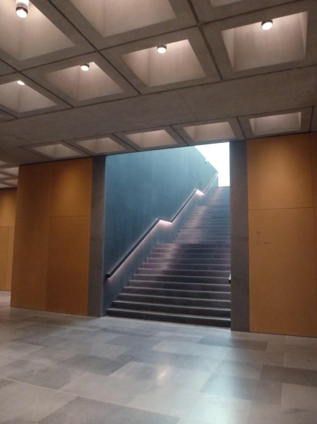 L'escalier conduisant à l'atrium