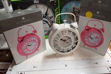 Horloge en vente à Voisinage