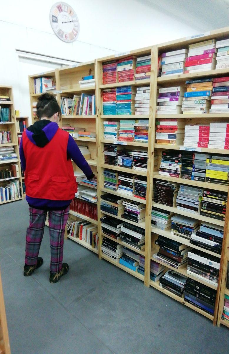 Espace bibliothèque à la Recyclerie Voisinage
