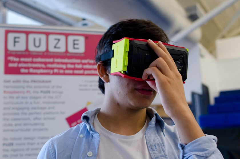 Smartphone glasses at SPARK Festival (© Tilley Harris)