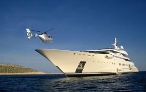 yacht et hélicoptère