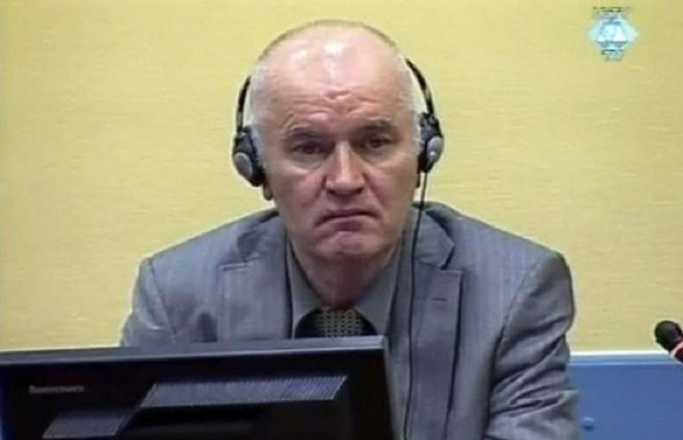 Zbog majica s likom Mladića, LSV traži kaznu za fudbalski klub Kabel