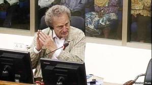លោក Philip Short អាយុ៦៨ឆ្នាំគឺជាអតីតអ្នកកាសែតឲ្យវិទ្យុ BBC និងជាអ្នក និពន្ធសៀវភៅ «Pol Pot: Anatomy of a Nightmare» និង ជីវប្រវត្តិបុគ្គល ជាច្រើន ។ (រូបថត៖ មជ្ឈមណ្ឌលឯកសារកម្ពុជា)
