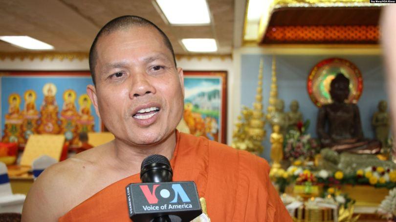 ព្រះឥទ្ធិមុនី ម៉ឹង សាង ប្រធានពុទ្ធិកសមាគមព្រះសង្ឃខ្មែរសហរដ្ឋអាមេរិក និងជាព្រះគ្រូចៅអធិការវត្តមុនីសុតារាម រដ្ឋមីនីសូតា បានផ្តល់បទសម្ភាសន៍ដល់ VOA កាលពីថ្ងៃទី២៣ ខែឧសភា ឆ្នាំ២០១៩។ (សាយ មុន្នី/VOA) Photo: VOA Khmer