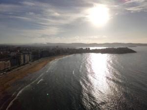 Despegando al atardecer sobre la playa de Gijón