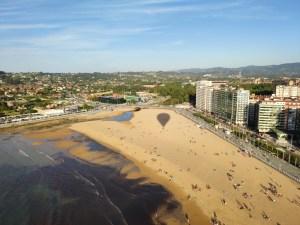Sombra de nuestro globo aerostatico sobre Gijón