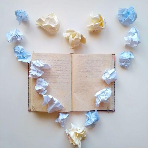 21 giugno 2005 è una poesia di Chiara Mancinelli che fa parte della serie L'amore giovane.