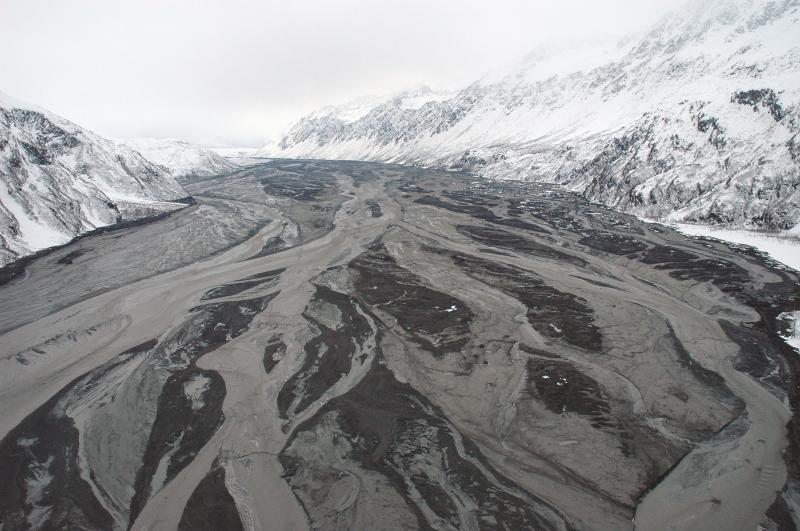 Massive flooding in Drift Valley from the eruption of Redoubt Volcano, March 23, 2009 (McGimsey, Game, AVO/USGS)