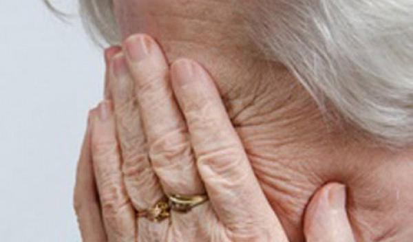 Под видом опроса украли деньги у 90-летней пенсионерки