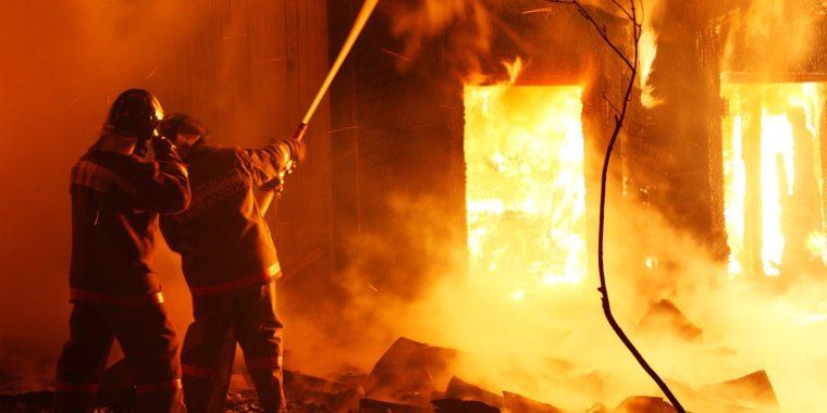 Ночной пожар в Волхове