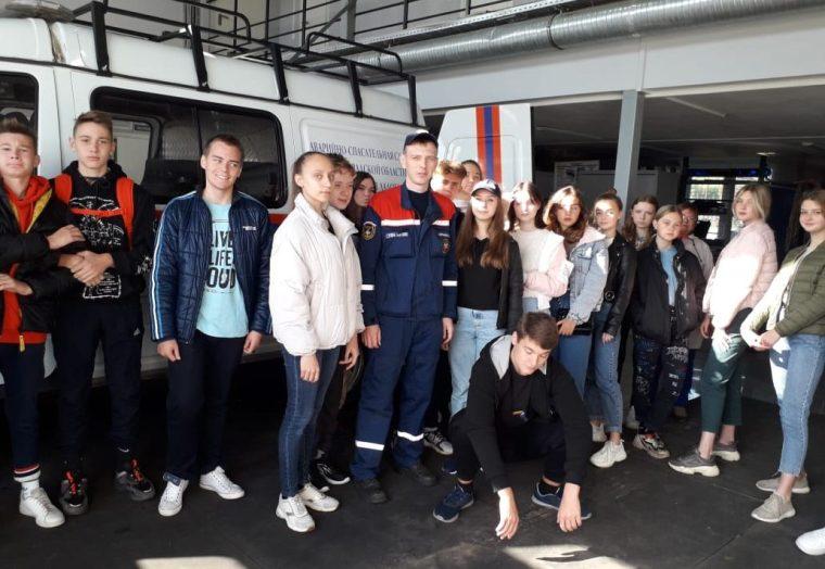 Новоладожские спасатели провели экскурсию