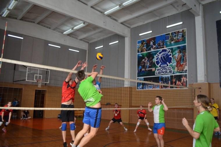 В Сясьстрое стартовал турнир по волейболу
