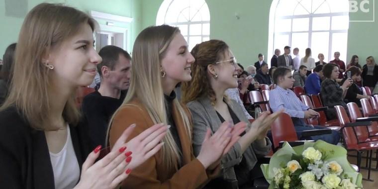Вручение дипломов в Волховском алюминиевом колледже