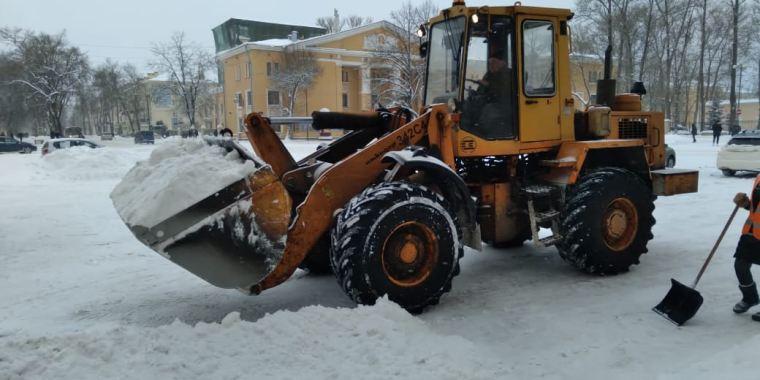 В Волховском районе убирают снег 79 машин и более 200 человек