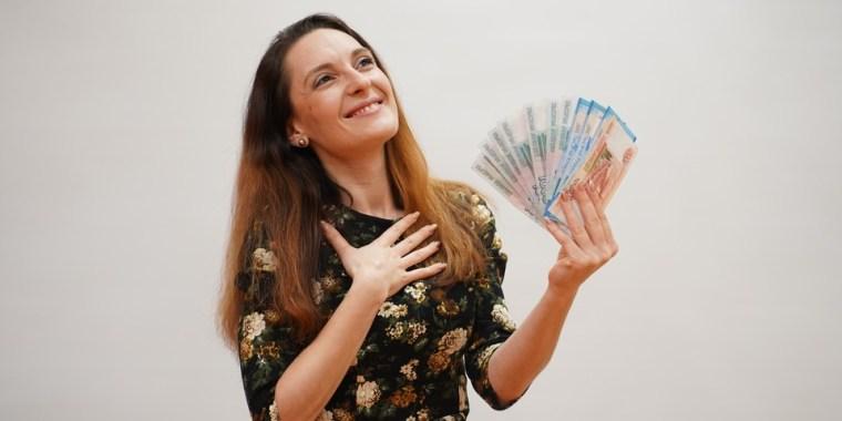 Россиянкам решили выплачивать «материнскую зарплату»