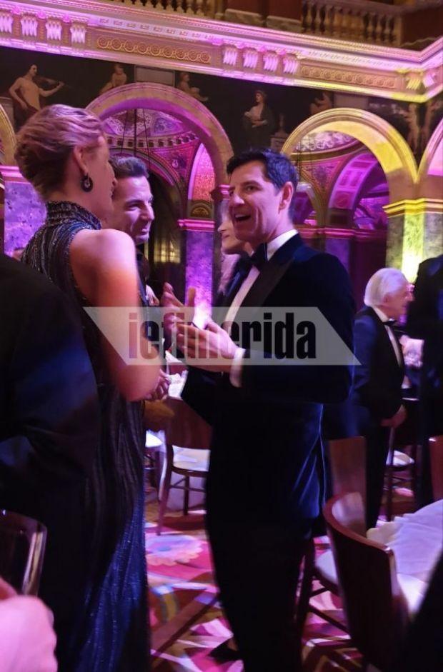 Ο Σάκης Ρουβάς με την Τατιάνα Μπλάτνικ στο επίσημο δείπνο