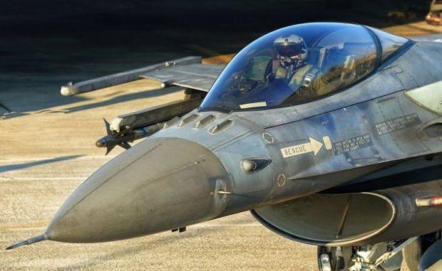 Στο κόκπιτ του ελληνικού F-16