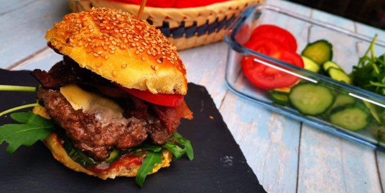 BBQ Burger vom Grill