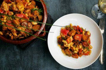 Spanischer Röstkartoffel-Salat mit Chorizo und weißen Bohnen