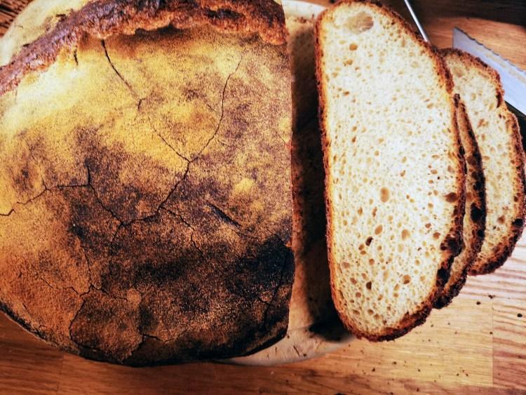 Normales Brot mit süßem Sauerteig