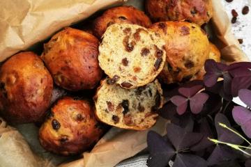 Krentenbollen - super weiche niederländische Rosinenbrötchen
