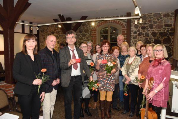 """Teilnehmer der """"Offenen Schreibwerkstatt Beeskow"""" bei der Preisverleihung"""
