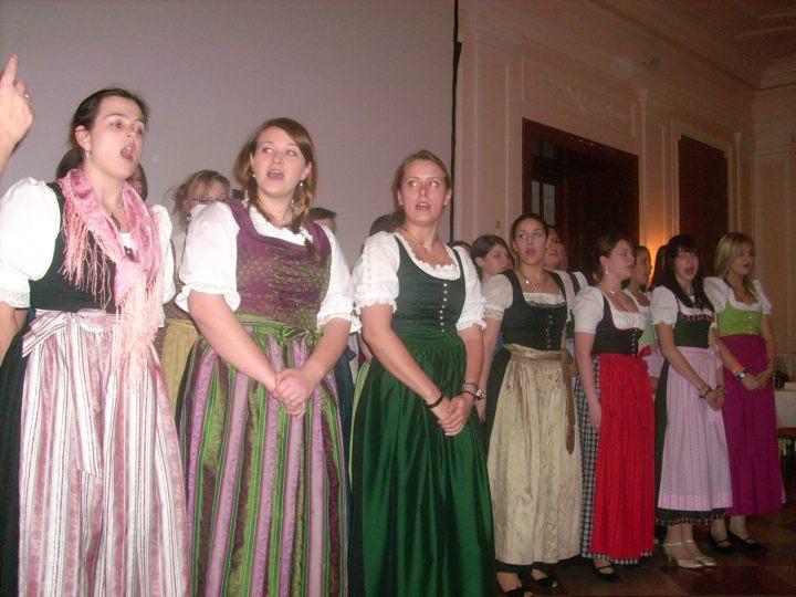 Salzburg 08-09 TSS Klessheim singende Schülerinnen