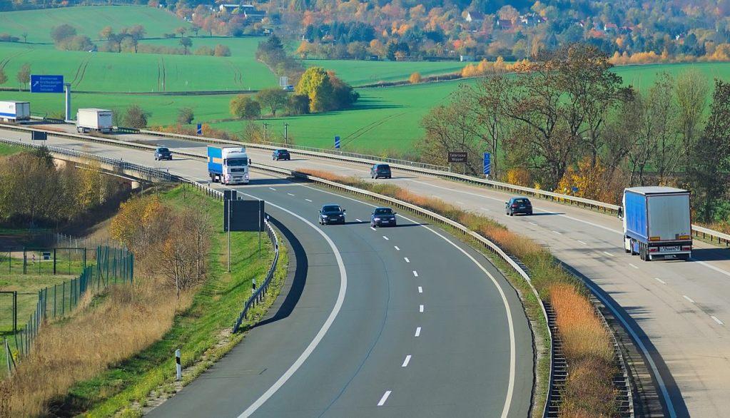 vierspurige Autobahn (Symbolbild)