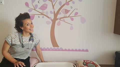 Dr Παπαδημητρίου: Η Παιδίατρος που κλέβει τις εντυπώσεις! Δες γιατί!